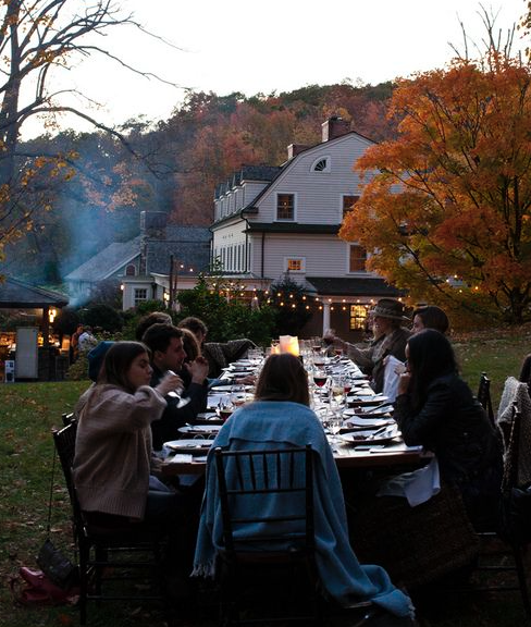 outdoor-fall-dinner