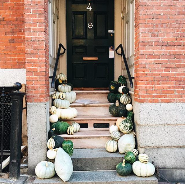beacon_hill_entryway_fall_decorations